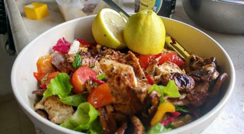 מתכון דיאטטי של סלט חזה עוף עם טחינה